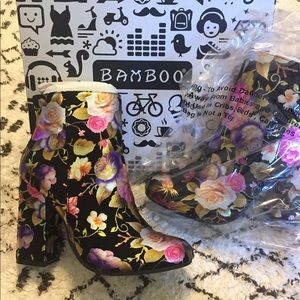 Bamboo floral booties ‼️Make me an offer‼️